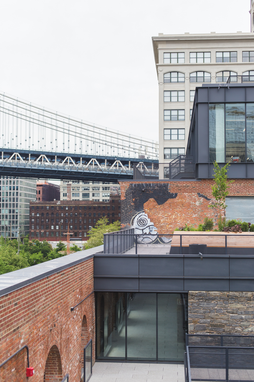 Brooklyn Bridge - First time visiting New York? I'm sharing some practical tips, including where to stay, what to see and how to get around.