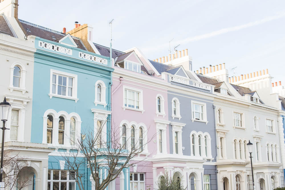 Ever wondered where all the pastel, colourful houses and areas are in London? I'm sharing a few pastel streets to discover in Notting Hill, Primrose Hill, Chelsea, Holland Park & Kentish Town (plus the cafés and restaurants where you can edit your snaps).