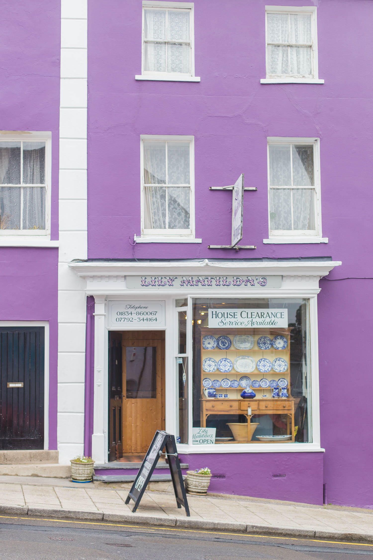 Fancy escaping to Wales for a relaxing long weekend? Travel influencer Kristabel Plummer shares 3 colourful villages to visit in South West Wales, Saundersfoot, Tenby & Narberth.