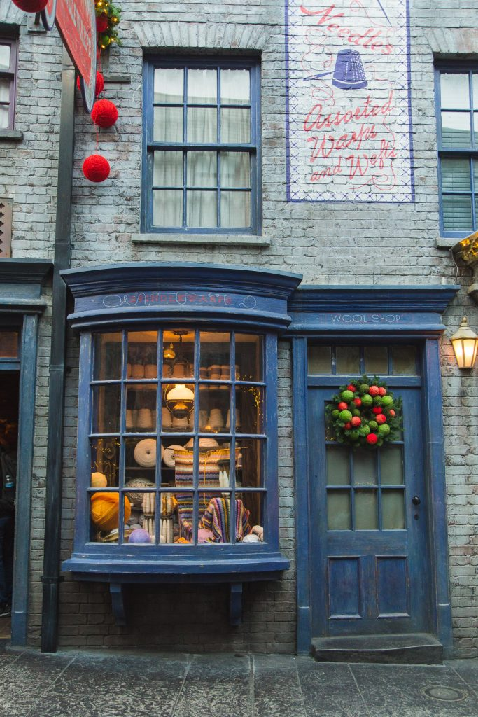 What can you expect on your first visit to a US theme park? Travel influencer Kristabel Plummer shares her first experience at Universal Studios Orlando and finally visiting the Wizarding World Of Harry Potter after 11 years of waiting.